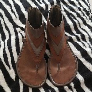 Brown sandal size 9